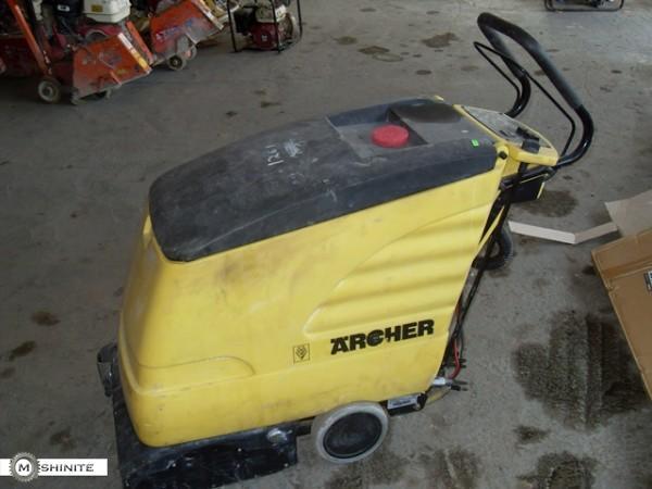 Продавам подопочистваща машина на батерии Karcher