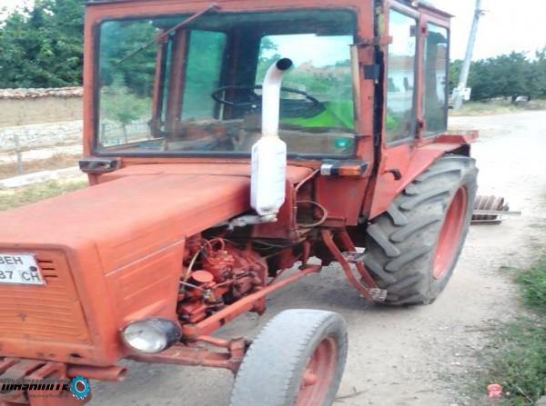 Продавам Трактор