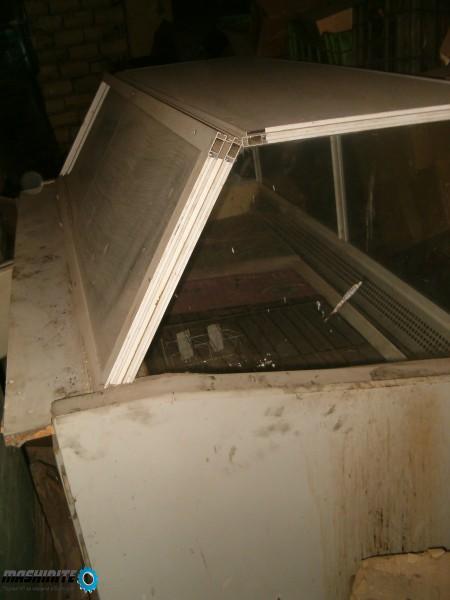 Хладилна витрина / хладилен шкаф малко работил