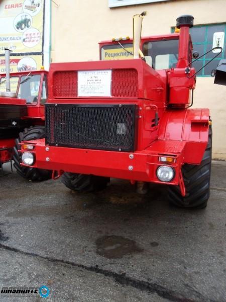 Продавам напълно отремонтиран трактор Кировец К701