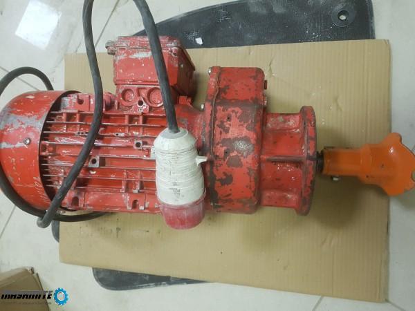 моторедуктор 5,5 кВ за машина за мазилка