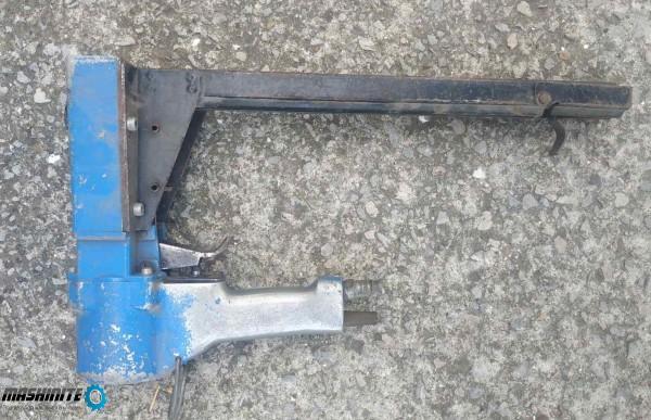 Пневматичен пистолет за затваряне на кашони, такер