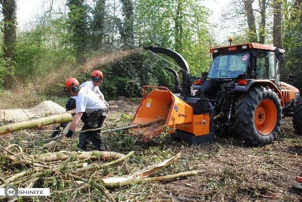 Машини за раздробяване на дървета и клони (чипъри)